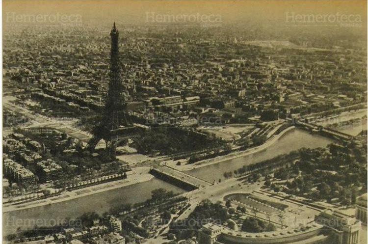 Fotografía aérea de París, sobresaliendo  la célebre Torre Eiffel, desde cuya plataforma se puede contemplar cualquier ángulo de la Ciudad Luz, en una foto del 20/6/1964. (Foto: Hemeroteca PL)