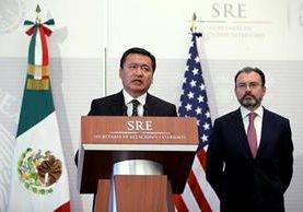 Miguel Ángel Osorio (i) y Luis Videgaray (d) participan en la conferencia con funcionarios de EEUU.(EFE).