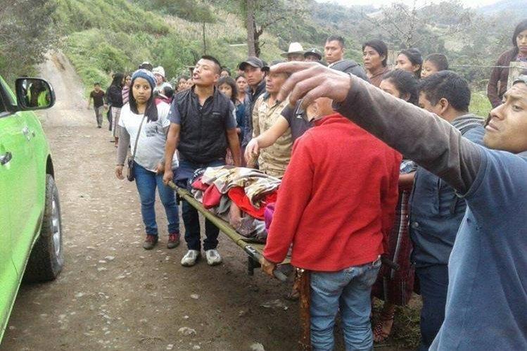 Los heridos fueron llevados al Hospital Nacional de Nebaj, Quiché. (Foto Prensa Libre: Héctor Cordero)