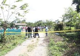 Autoridades resguardan el lugar donde murió baleado Edwin Carrillo, en Dolores, Petén. (Foto Prensa Libre: Walfredo Obando).