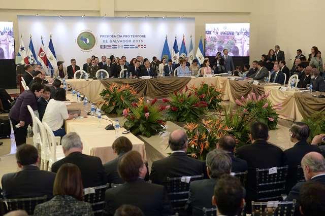 La reunión se llevó a cabo este viernes en El Salvador. (Foto Prensa Libre: AFP)