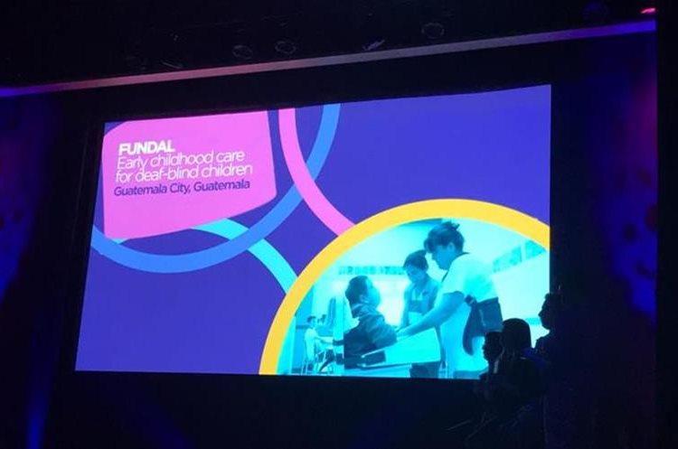 Momento en el que anunciaban a Fundal como ganadora de la categoría. (Foto Prensa Libre: Fundal)