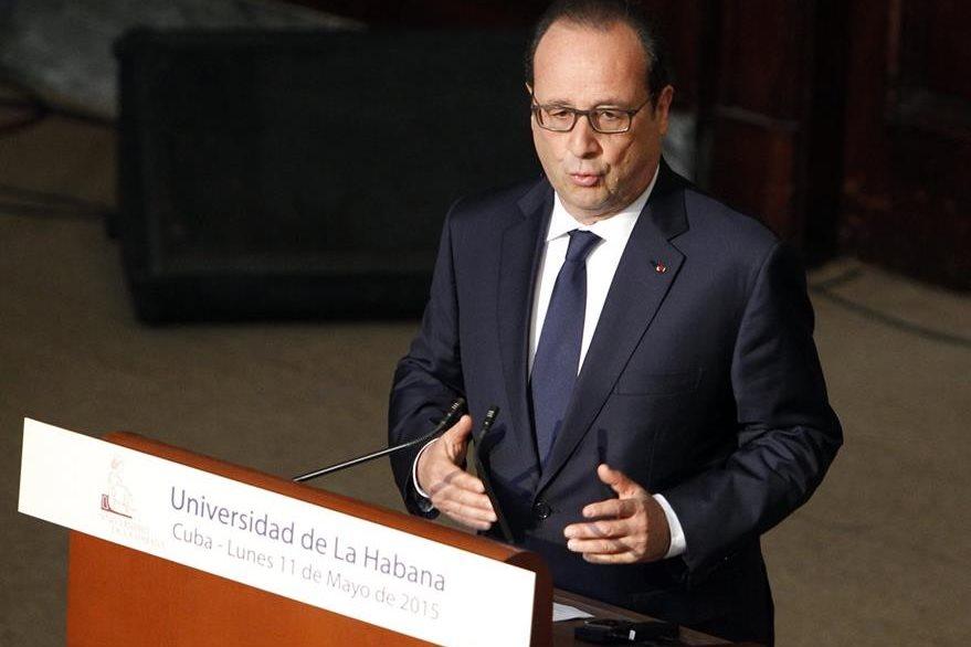 El presidente de Francia, Francois Hollande, ofrece una conferencia magistral en el aula Magna de la Universidad de La Habana. (Foto Prensa Libre: EFE).