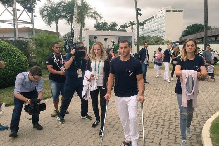 Samir Ait Said salió caminando del hospital y se enfoca en su pronta recuperación. (Foto Prensa Libre: Twitter Comité Olímpico de Francia)