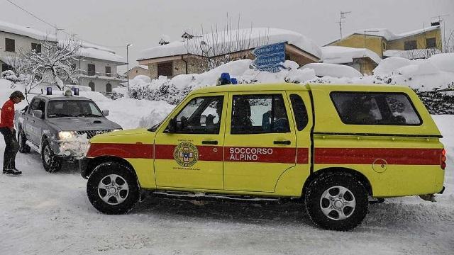 Avalancha de nieve sepulta un hotel en Italia. (Foto Prensa Libre: AP)