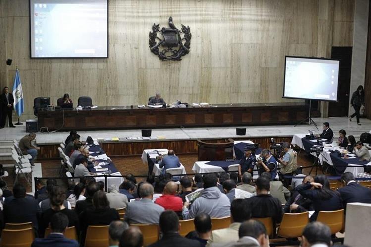 En la Sala de Vistas de la CSJ, defensa de procesados acusa de falta de competencia al Juzgado de Mayor Riesgo B. (Foto Prensa Libre: Paulo Raquec)