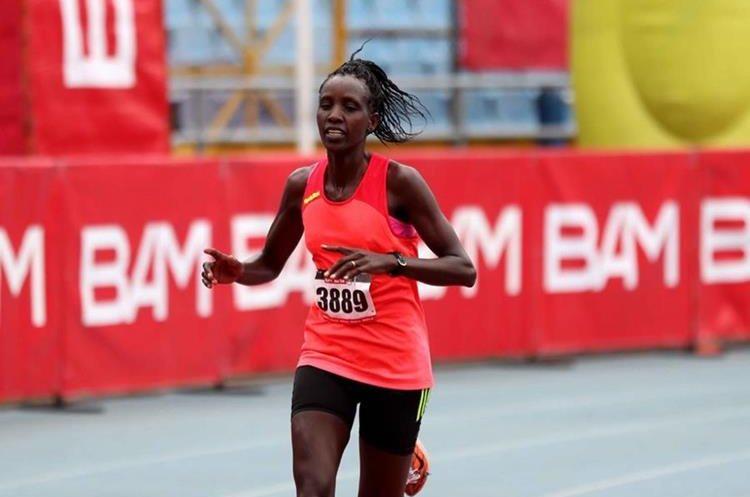 Leah Kigen no dio tregua y se impuso en la categoría femenina. (Foto Prensa Libre: Carlos Vicente)