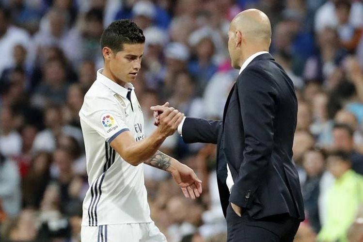 James estrechó manos con su técnico Zinedine Zidane quien no le ha dado minutos suficientes en el campo