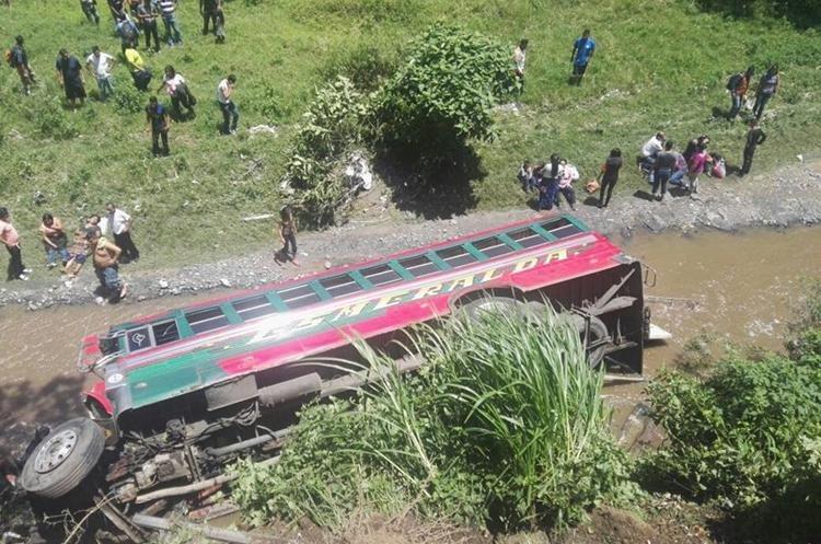El accidente ocurrió en el kilómetro 13 de la ruta al Pacífico.