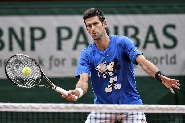 Novak Djokovic, número uno del mundo, expresó estar tranquilo para afrontar de Francia. (Foto Prensa Libre: AFP).