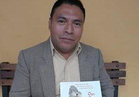 El escritor Pedro Juan Toc Barreno busca rescatar el idioma k'iche' a través del aprendizaje didáctico. (Foto Prensa Libre: Fred Rivera)