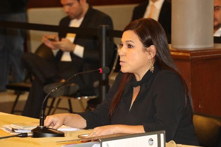 Claudia López es señalada por trabajadores de la PDH de comisión de delitos. (Foto Prensa Libre: Archivo)