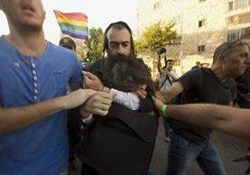 El ultraortodoxo, Jew Yishai Schlissel, fue detenido el 30 de julio último después de agredir a activistas gay en Jerusalén, este domingo ocurrió un hecho similar. (Foto Prensa Libre: AP)