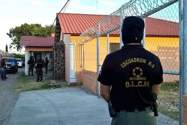 """Empleados del Ministerio Público de Honduras participan en la """"operación Sultán"""". (La Prensa)."""