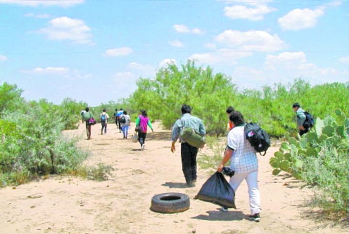 Cada mes, miles de indocumentados centroamericanos emprenden un éxodo peligroso hacia Estados Unidos. (Foto Prensa Libre: HemerotecaPL)