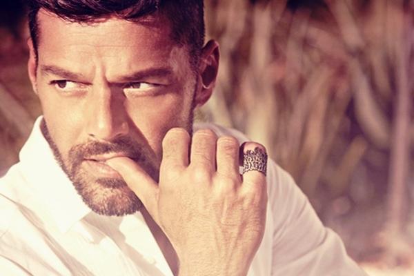 <p>Adiós y Disparo al corazón son las dos nuevas canciones que Ricky promociona con éxito en las redes sociales.</p>