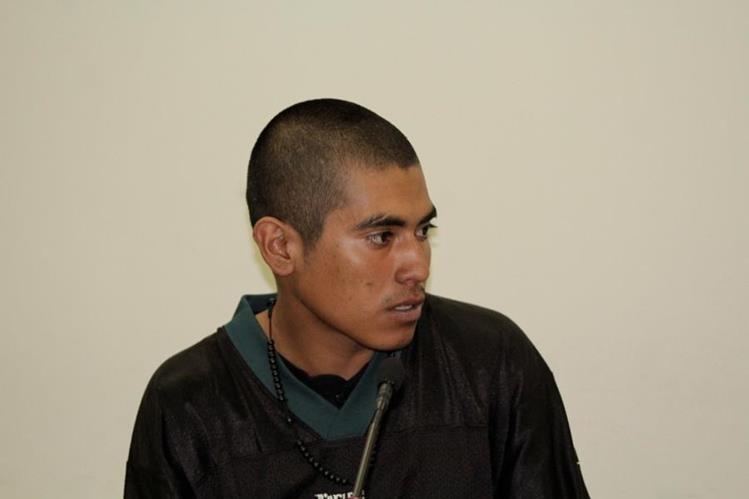Patricio Adolfo Maldonado, señalado de un crimen, escucha la decisión, en Quetzaltenango. (Foto Prensa Libre: María José Longo).