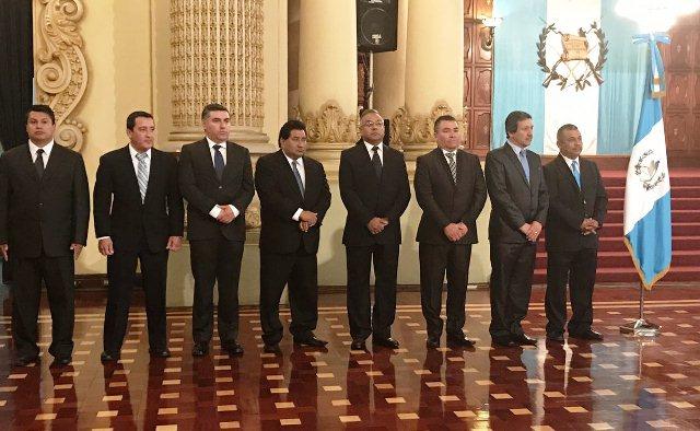 Ocho nuevos gobernadores fueron juramentados este viernes en el Palacio Nacional de la Cultura. (Foto Prensa Libre: SCSPR)