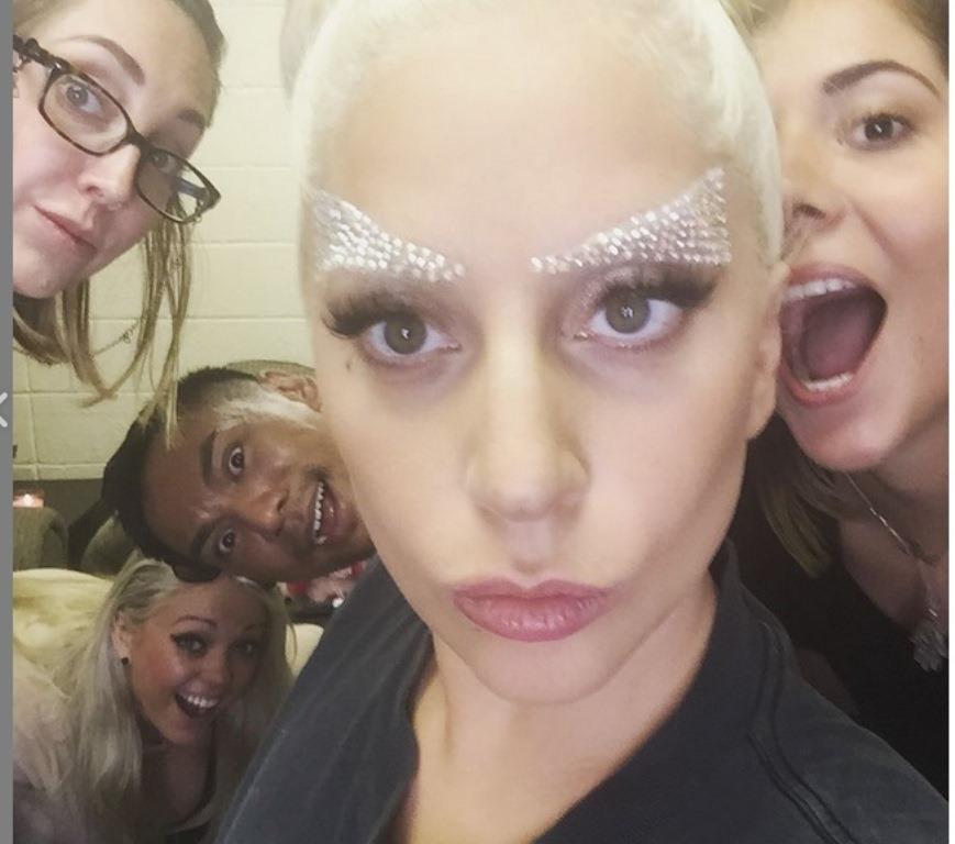 La pedrería también forma parte de la propuesta de Lady Gaga con las cejas. (Prensa Libre: Hemeroteca PL).