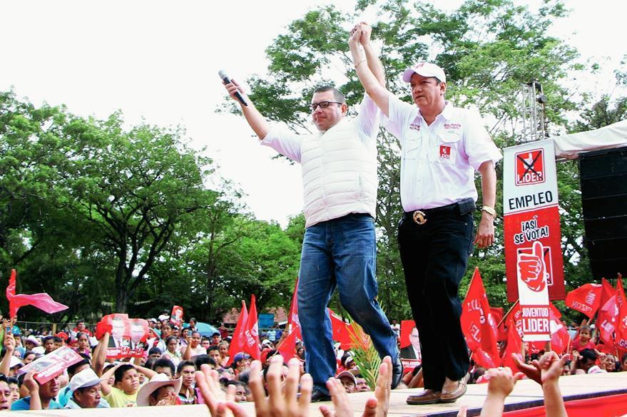 Manuel Baldizón  anuncia la candidatura de Luis Galindo, actual alcalde y quien  busca la reelección. (Foto Prensa Libre: Rolando Miranda)