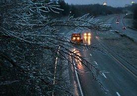 En Missouri la tormenta causó numerosos accidentes de tránsito y la cancelación de vuelos.(AP).