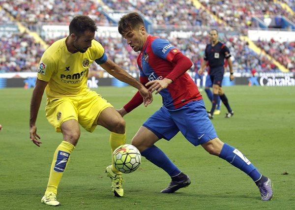 Mario Gaspar (i)del Villarreal fue llamado por Vicente del Bosque por las lesiones de varios elementos. (Foto Prensa Libre: AFP)