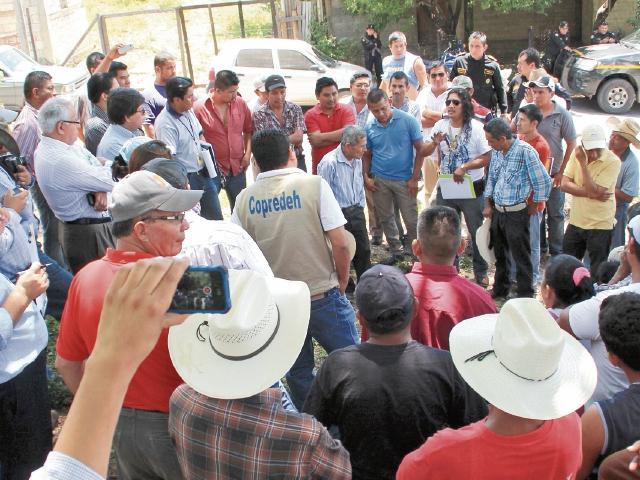 En la Democracia, Huehuetenango, resolvieron el conflicto con la empresa distribuidora del servicio a través del diálogo. (Foto Prensa Libre: Mike Castillo).