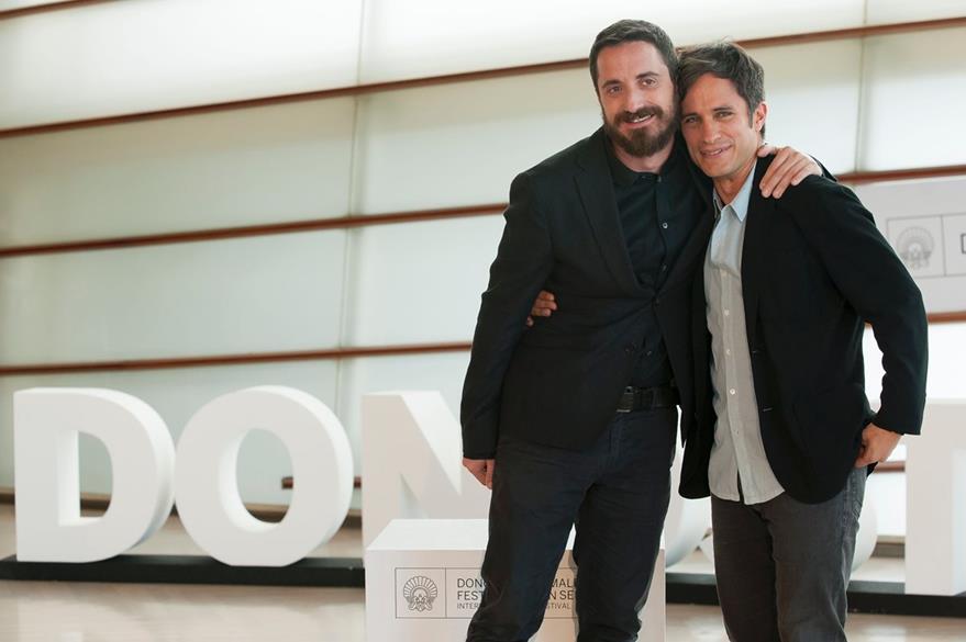 Pablo Larrain dirigió a Gael Garcia Bernal en la película Neruda. (Prensa Libre: AFP)