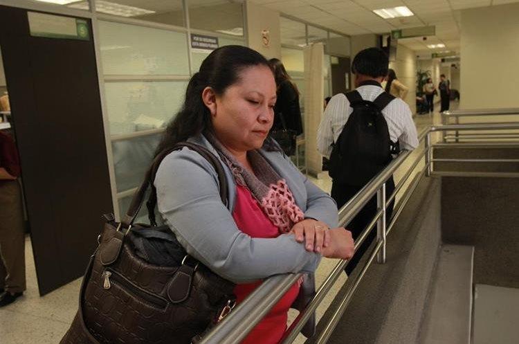 Ana de Paz es maestra de la joven que sufrió las peores lesiones durante el accidente. (Foto Prensa Libre: Estuardo Paredes)