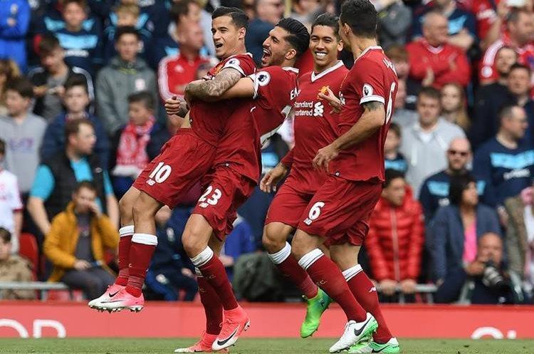 Philippe Coutinho celebra después anotar en el partido que le permitió al Liverpool avanzar a la final. (Foto Prensa Libre: Tododeportes).