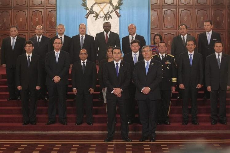 El presidente Jimmy Morales juramenta a su gabinete de ministros. (Foto Prensa Libre: Hemeroteca PL)