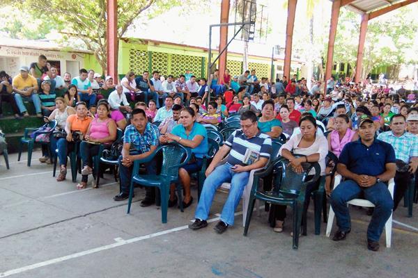 Maestros de Chiquimula suspendieron clases. (Foto Prensa Libre: Edwin Paxtor)