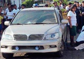 Las autoridades  investigan la muerte del funcionario municipal. (Foto Prensa Libre: Danilo López)