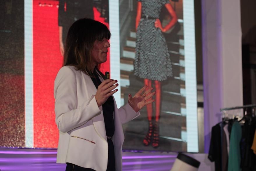 Sánchez explica a los asistentes la importancia de la imagen. (Foto Prensa Libre. Ángel Elías)