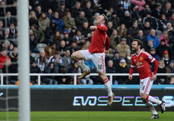 El delantero Wayne Rooney fue la estrella del empate, de visita, para el Manchester United. (Foto Prensa Libre: AFP)