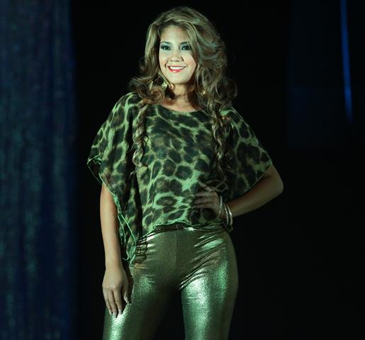 Angélica Pérez, representante de Mixco, en traje casual. (Foto Prensa Libre: Álvaro Interiano)