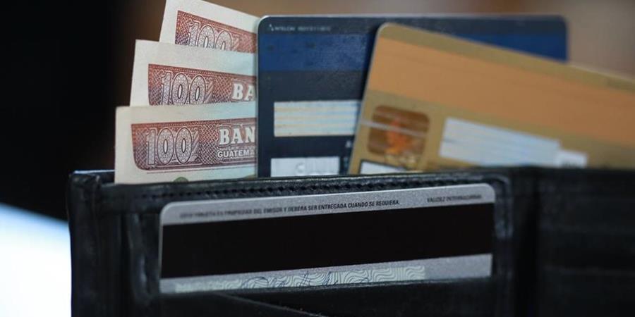 El encarecimiento del pago de intereses en los créditos de consumo como lo registra el IPC en abril tiene un fundamento. (Foto Prensa Libre: Hemeroteca)