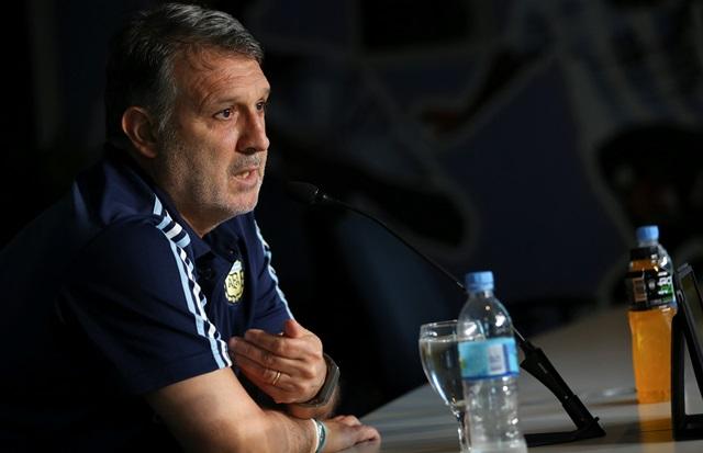 Tata Martino, habla sobre el difícil momento que vive Argentina. (Foto Prensa Libre: EFE)