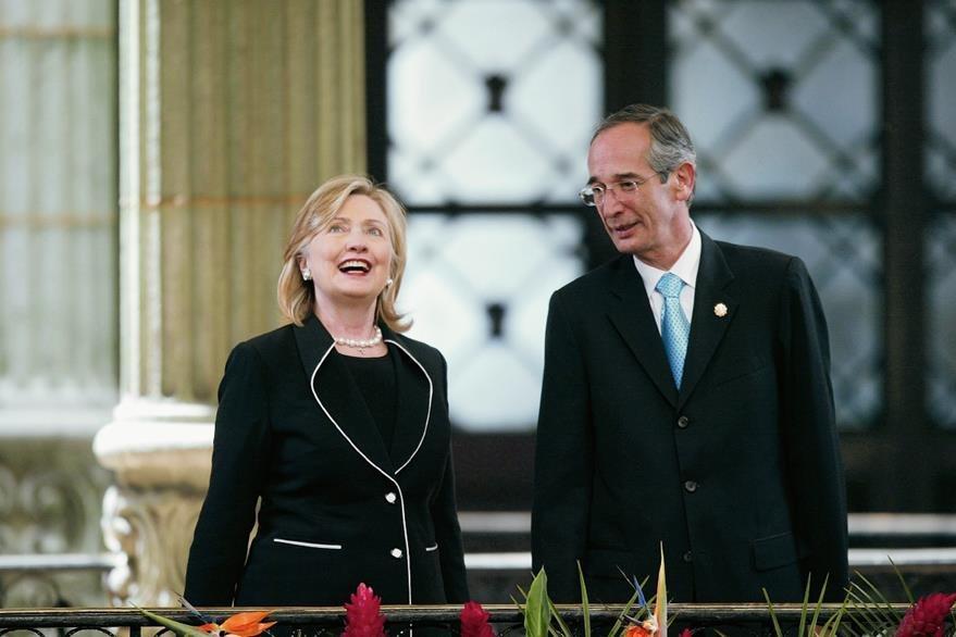 Hillary Clinton y el Presidente Álvaro Colom durante la visita oficial realizada en el 2010. Foto: Hemeroteca PL