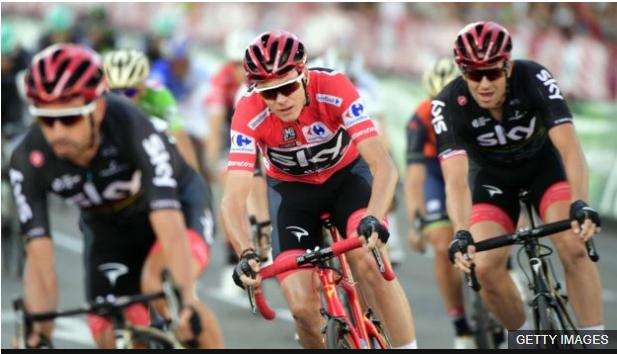 El ciclista británico estuvo arropado en todo momento por su equipo, el Sky. (BBC Mundo)