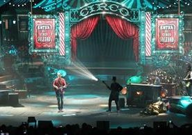 Arjona comenzó la gira Circo Soledad en Toluca, México. (Foto Prensa Libre: Keneth Cruz)