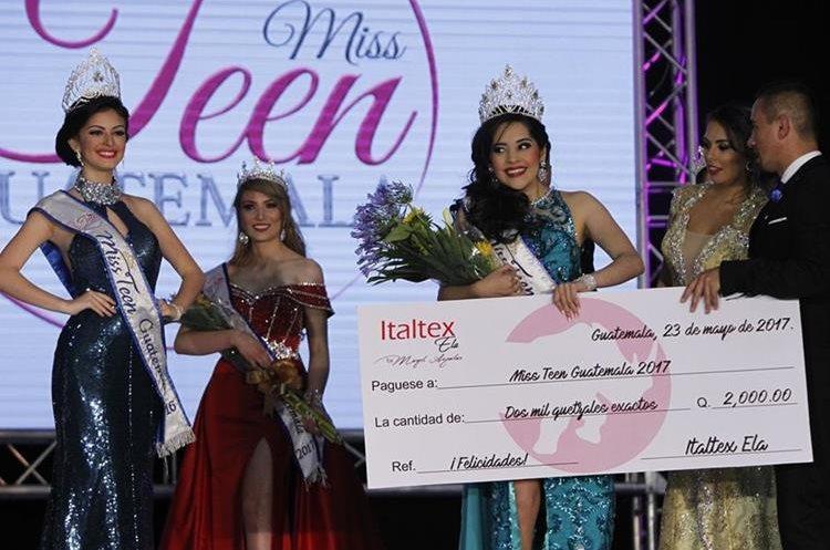 La ganadora también recibió algunos premios de los patrocinadores del evento. (Foto Prensa Libre: Paulo Raquec).