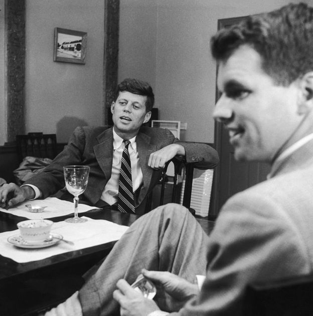 John F. Kennedy nombró a su hermano Robert como fiscal general de EE.UU.(GETTY IMAGES).