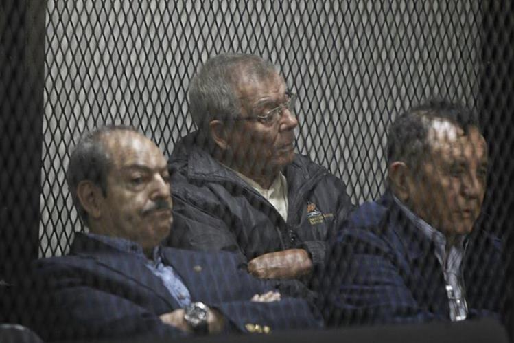 Benedicto Lucas -al centro- durante la audiencia este martes en el Juzgado de Mayor Riesgo C. (Foto Prensa Libre: Paulo Raquec)