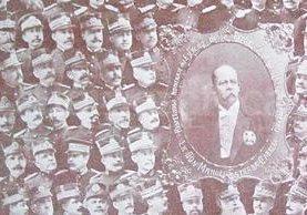 Composición fotográfica incluida en el Libro Azul, de 1915, una publicación que exaltaba las virtudes del gobierno de Manuel Estrada Cabrera. (Foto: Hemeroteca PL)
