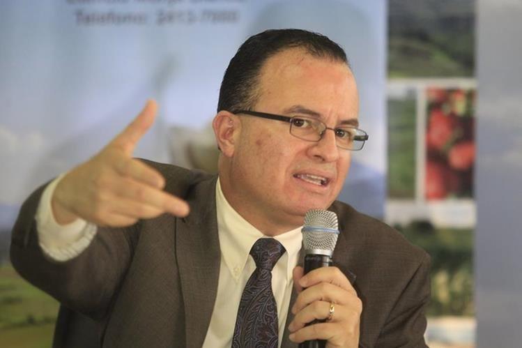 Mario Méndez responde interrogantes de la prensa