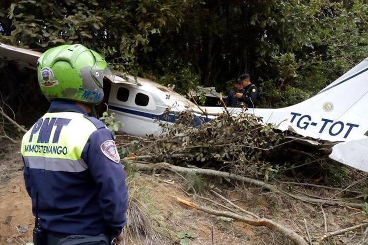 Dos personas resultaron heridas en Momostenango, Totonicapán, cuando una avioneta se accidentó el 7 de mayo del 2018. (Foto HemerotecaPL)