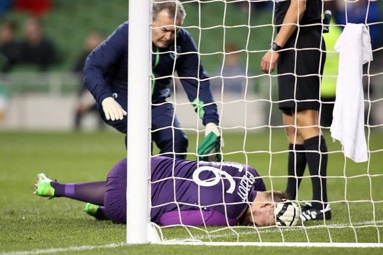 El guardameta irlandés Rob Elliot se lesionó de la rodilla y estará fuera seis meses. (Foto Prensa Libre: AFP)