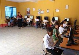 La escuela de San Isidro Comitancillo, San Marcos, quedó reconstruida y se le adaptó un laboratorio de computación. (Foto Prensa Libre: Whitmer Barrera)