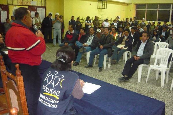 Estuardo Gálvez, rector de la Usac, sabe del  mal estado de las instalaciones del Cusam.